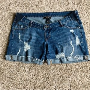 Distressed maternity shorts